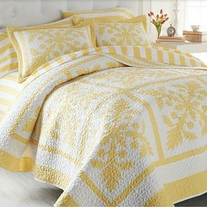 Other - Carleton Varney NWT full/queen quilt with 2 shams